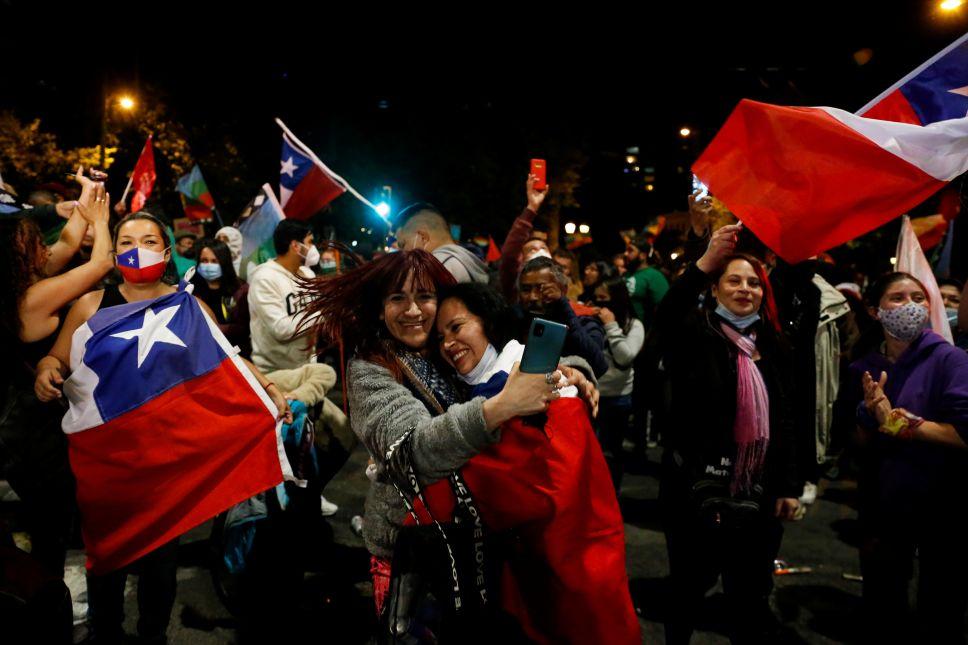 Más del 78% de los chilenos votaron a favor de reformar su Constitución
