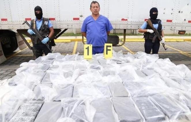 Policía Nacional incautó 77 kilos de cocaína escondidos en furgón
