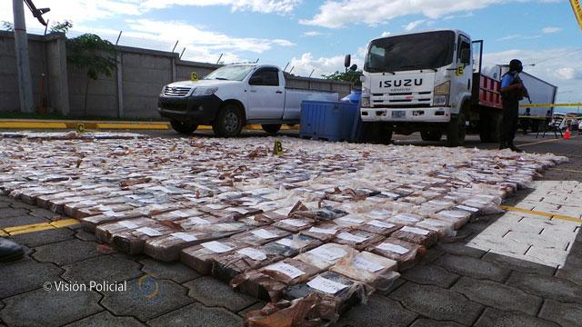 Policía incauta dos toneladas de cocaína y más de 367 mil dólares.