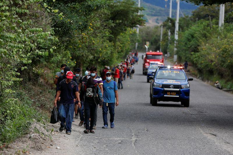 Miles de migrantes avanzan por Guatemala hacia EEUU pese a restricciones de seguridad