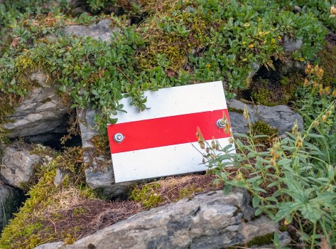 Trail blazers or markers like this are the key to the hike. Most of the time you will find them painted on the rocks but occasionally there are metal ones. As long as you follow these markers, you're in good shape and on an established trail.