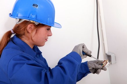 female-electricians-min