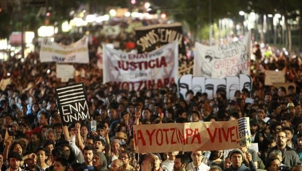 Thousands rallied on November 5, 2014 through the streets of Mexico City part of a global day of action for justice for the 43 missing students. (Photo: EFE)