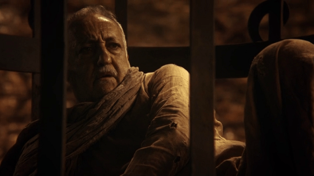 a screencap of jafar's old prisoner (played by brian george)