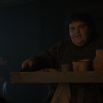 hot pie (played by ben hawkey) serves arya some food