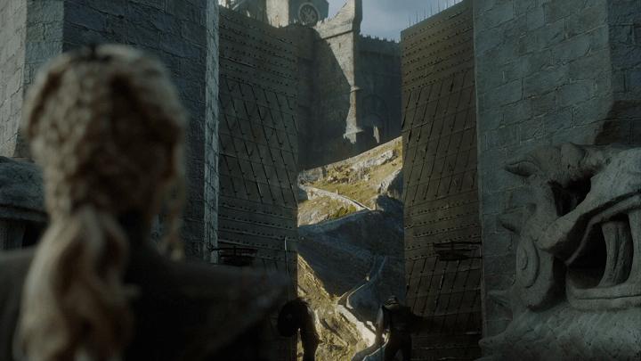 a screencap of daenerys targaryen (played by emilia clarke) preparing to climb the steps of dragonstone