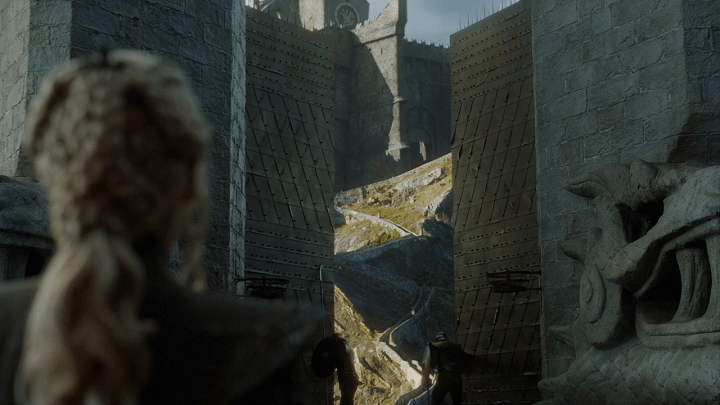 a screencap of daenerys targaryen (played by emilia clarke) preparing to climb the steps of dragonstone