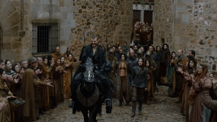 euron greyjoy (played by pilou asbæk) leads the sand snakes and yara to the castle