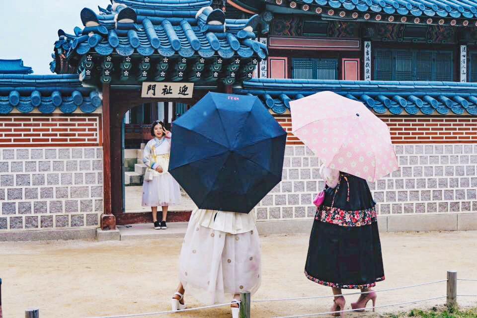 Hanbok at Gyeongbokgung Palace for spring in Korea