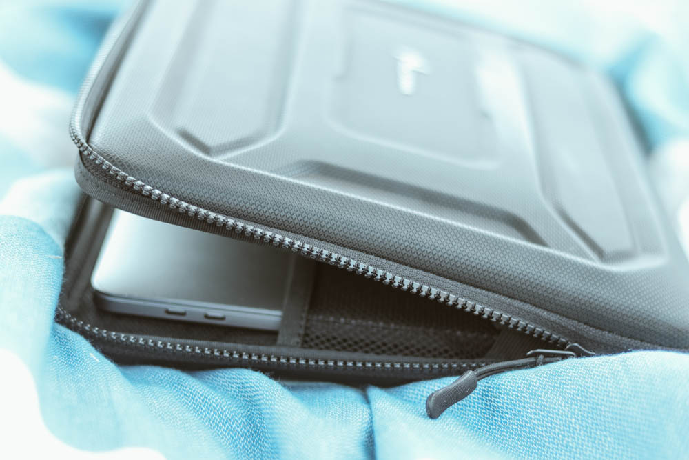 Quality laptop case for traveling according travel bloggers