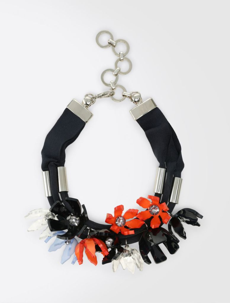Halsband, färgkombos och den mogna kvinnan