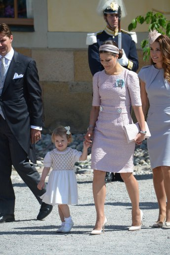 Princess-Victoria-Makes-Pastel-Purple-Headband-Look-Regal