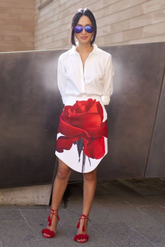 Rework-pencil-skirt-blouse-routine-bold-printed-bottom