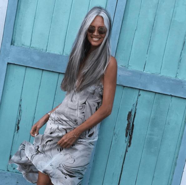 Marinblått, Dior och en hippie