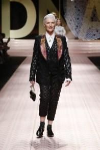 dolce-and-gabbana-summer-2019-women-fashion-show-runway-27-453x680