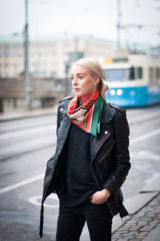 11 Super Stylish Ways to Tie a Square Scarf
