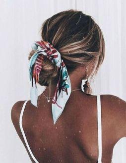 Les plus belles coiffures avec un foulard - Elle