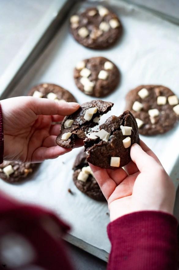Schoko Cookies werden zerbrochen