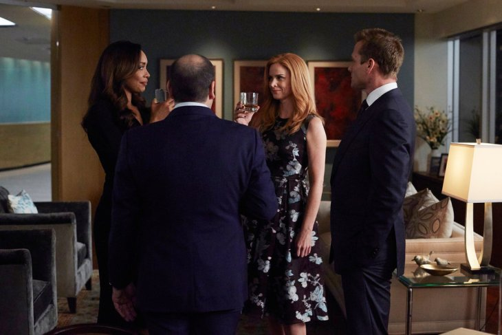 """SUITS -- """"P.S.L."""" Episode 610 -- Pictured: (l-r) Gina Torres as Jessica Pearson, Sarah Rafferty as Donna Paulsen, Gabriel Macht as Harvey Specter -- (Photo by: Shane Mahood/USA Network)"""