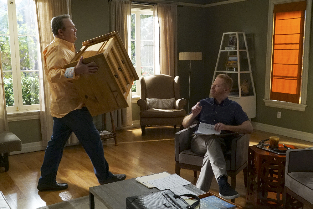 Modern Family Review: The Alliance (Season 8 Episode 8)