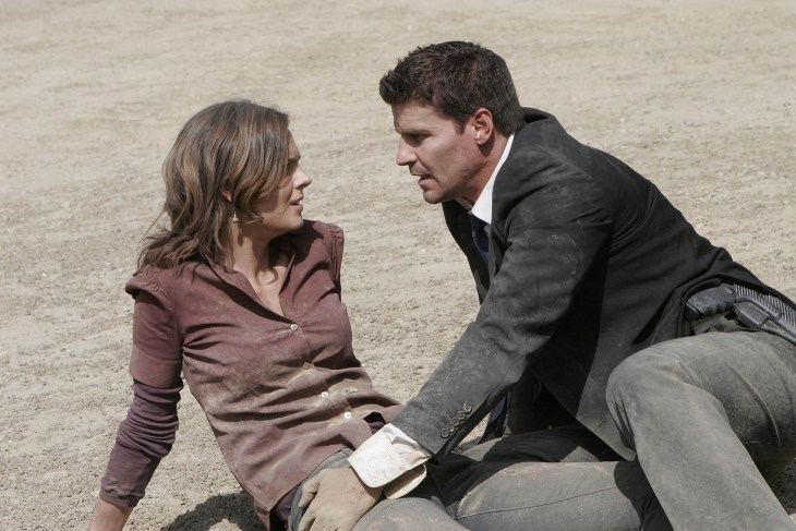 "BONES: Booth (David Boreanaz, R) rescues Brennan (Emily Deschanel, L) after she is burried alive by a serial killer in the BONES episode ""Aliens in the Spaceship"" airing Wednesday, Nov. 15 (8:00-9:00 PM ET/PT) on FOX."