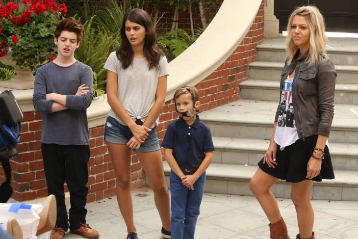 "THE MICK: L- R: Thomas Barbusca, Sofia Black-D'Elia, Jack Stanton and Kaitlin Olson in the ""The Grandparents"" premiere of THE MICK airing Tuesday, Jan. 3 (8:31-9:01 PM ET/PT on FOX. ©2016 Fox Broadcasting Co. CR: FOX"