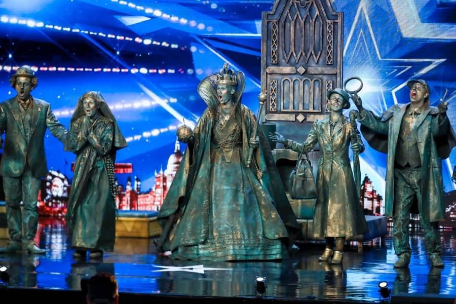 Big Name Statues.