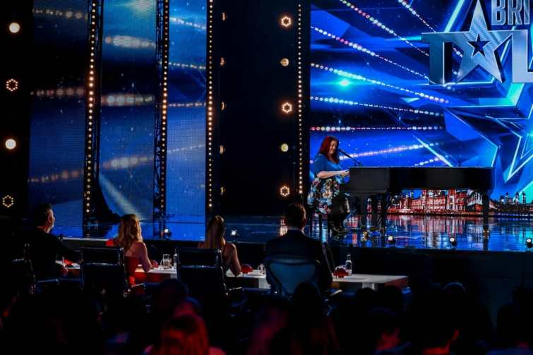 Comedy singer Siobhan Phillips