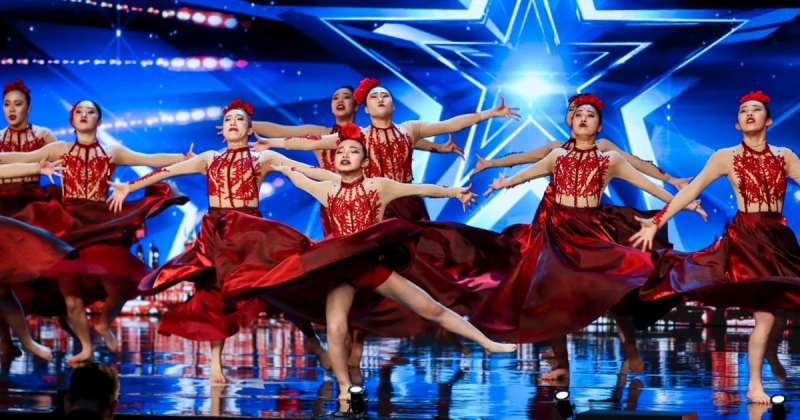 Dance group Fabulous Sisters.