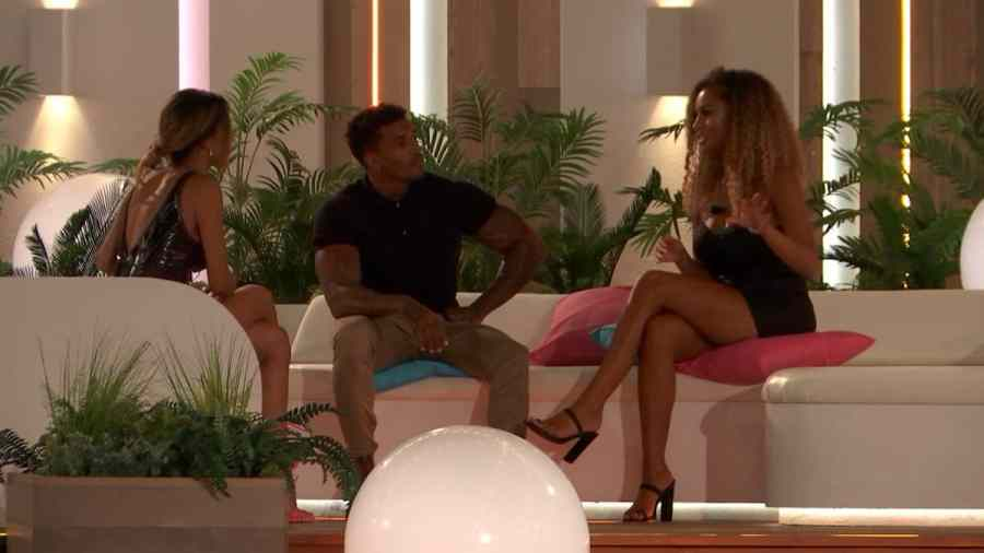 Joanna, Michael and Amber chat.