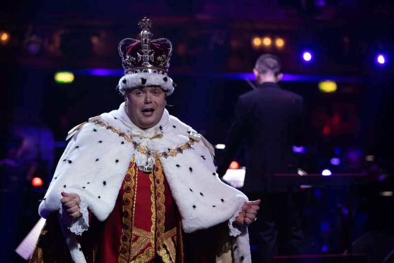 Gavin Spokes performs as King George  - (C) BBC - Photographer: Guy Levy