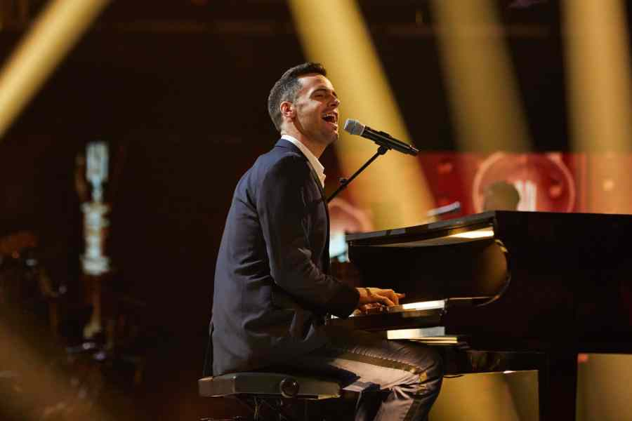 Semi-finals: Team Olly: Andrew Bateup performs.