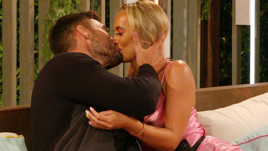 Love Island: Liam and Millie kiss.