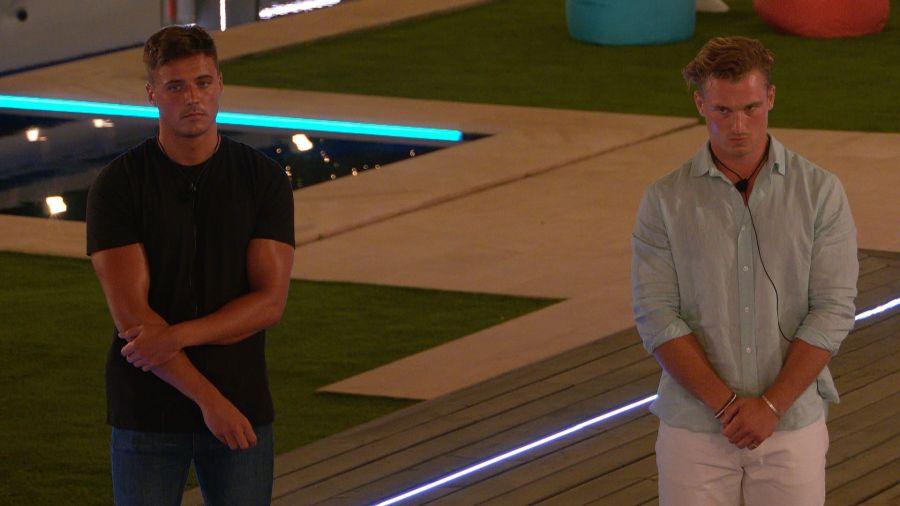 Brad and Chuggs await Rachel's decision.