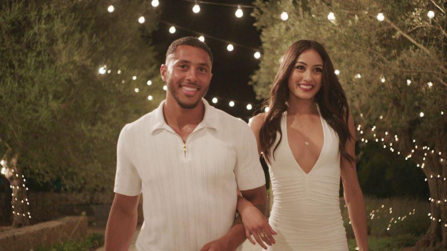 Aaron and Priya arrive at the villa.