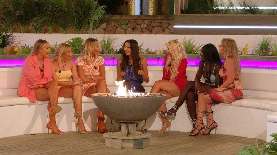 Riya debriefs the girls after her date with Brett.