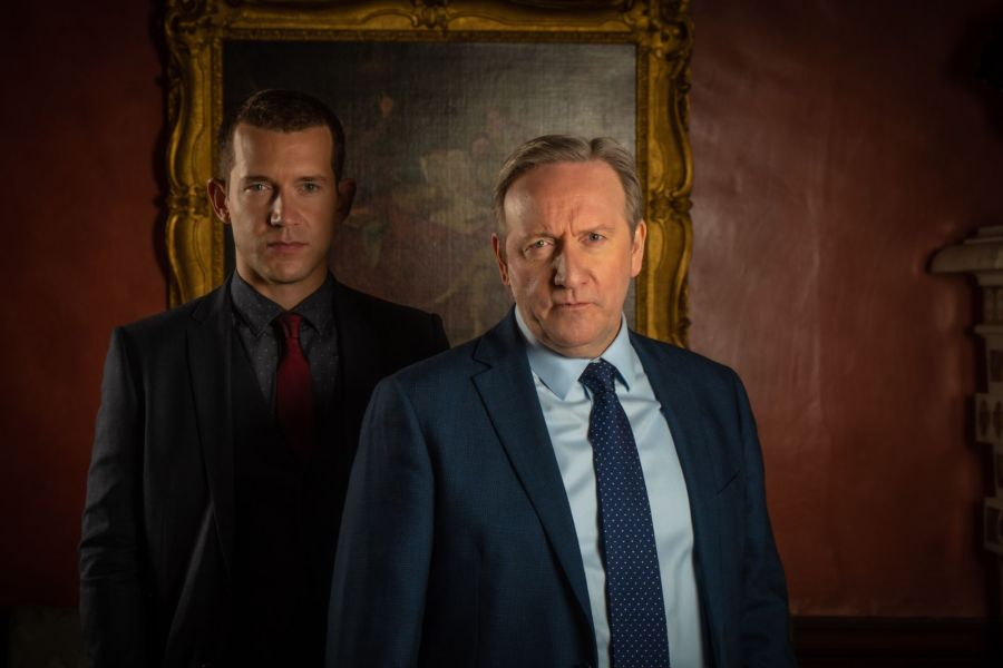 MIDSOMER MURDERS HAPPY FAMILIES. Pictured:NICK HENDRIX as DS Jamie Winter and NEIL DUDGEON as DCI John Barnaby.
