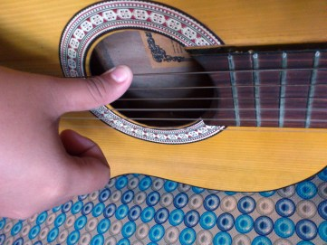 [Guitar Lesson] Apa itu Strumming dan Plucking?