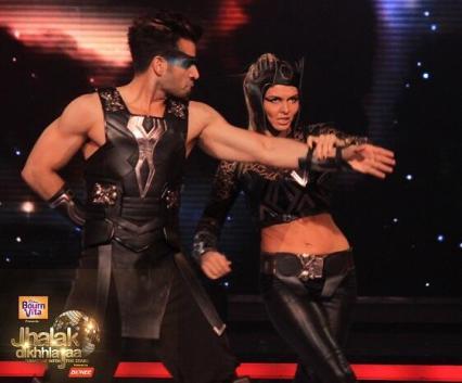 Karan Tacker in a fiery dance style with Elena