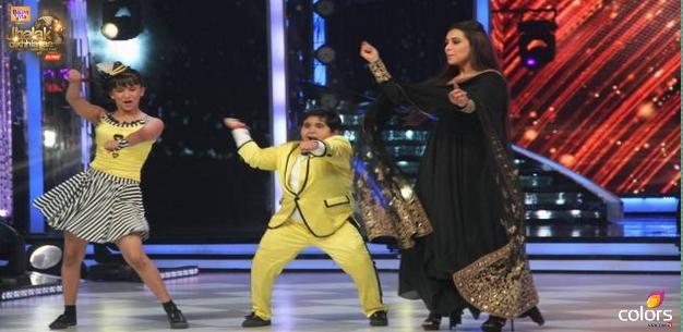 Akshat dances with Rani on Gangnam dance style