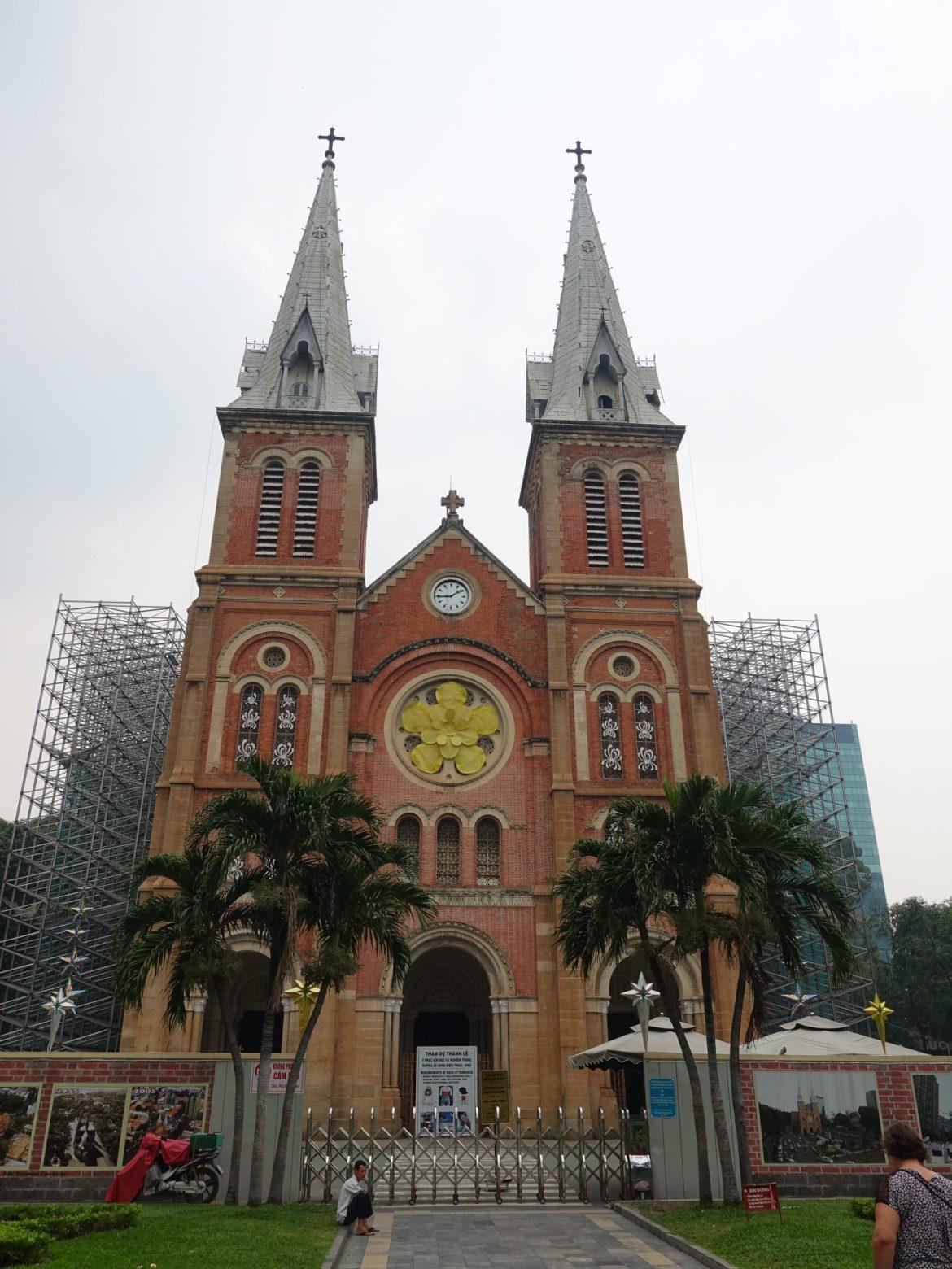 Qué ver y hacer en Ho Chi Minh: Basílica de Notre Dame.