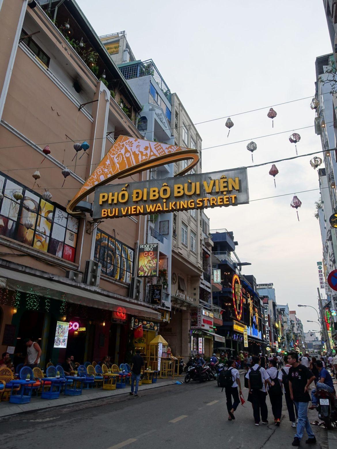 Qué ver y hacer en Ho Chi Minh: Calle Bui Vien.