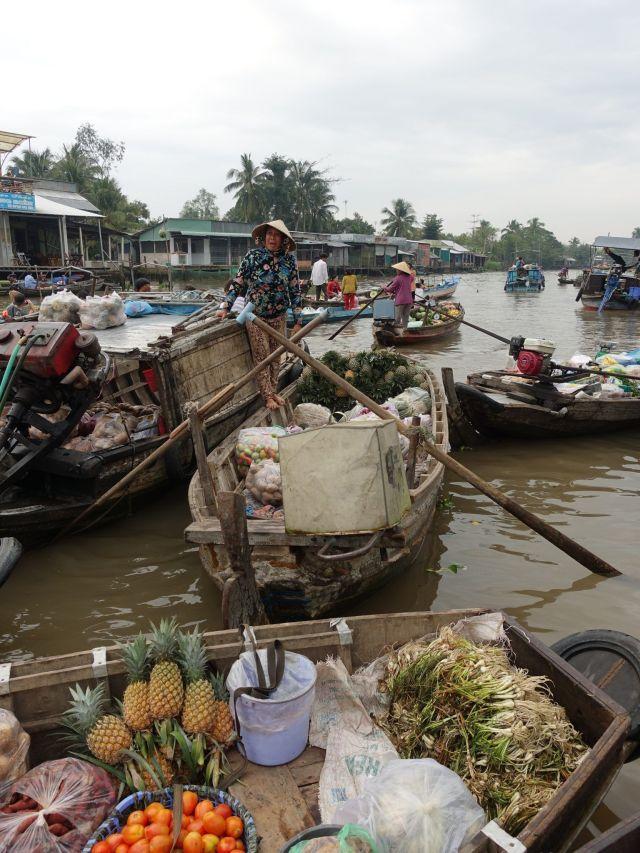 Delta del río Mekong por libre: mercado flotante.
