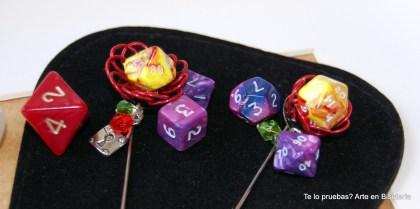Agujas flores de dados rol Entre 4-4.50 euros, depende de diseño y materiales a utilizar.