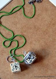 p.v.p. 8 euros (mas gastos de envío? Realizado con cadena de bolitas (se pueden hacer en distintos colores), con dado sencillo, adornado con hilo plateado, incluso con pequeño charm.