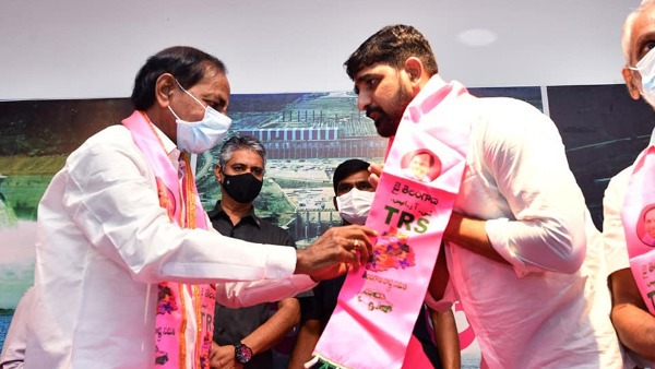 ghmc imposes rs.5.6lakh fine to padi kaushik reddy who joined trs