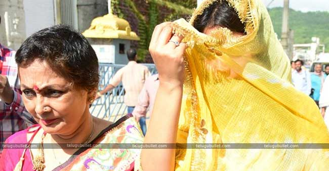 shriya saran in tirumala