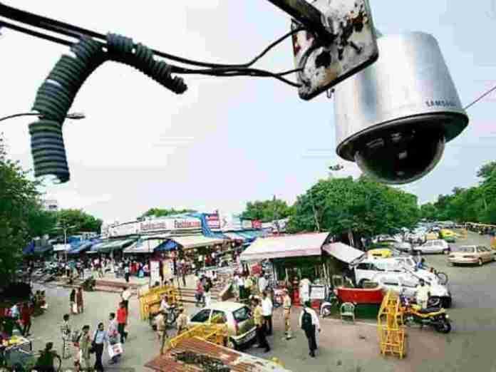 Delhi CCTV Traffic Signal Collapsed A Family