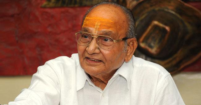 K Vishwanath missed Telugu Mahasabhalu to attend another award function!