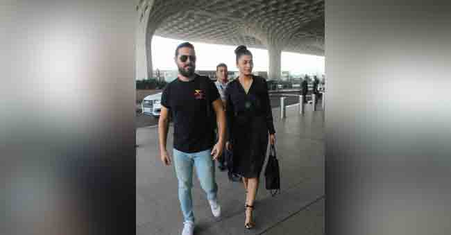 Shruthi Haasan Came In a Nightdress To Drop Her Boyfriend At The Airport!
